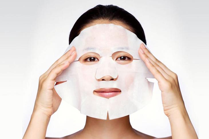 Mặt nạ giấy cũng là một lựa chọn tốt để trị mụn dậy thì