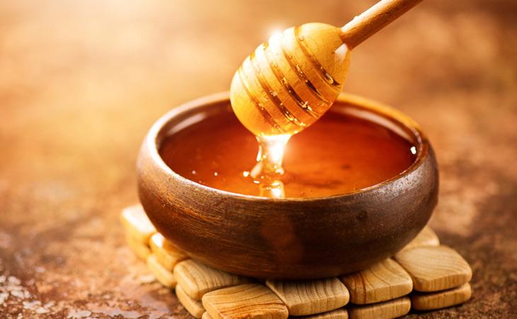 Mật ong có công dụng trị mụn trứng cá ung rất tốt