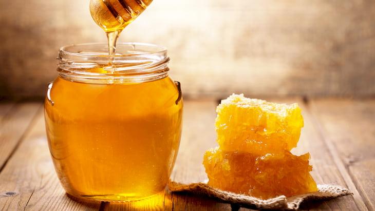 Mật ong là nguyên liệu quen thuộc có công dụng làm đẹp