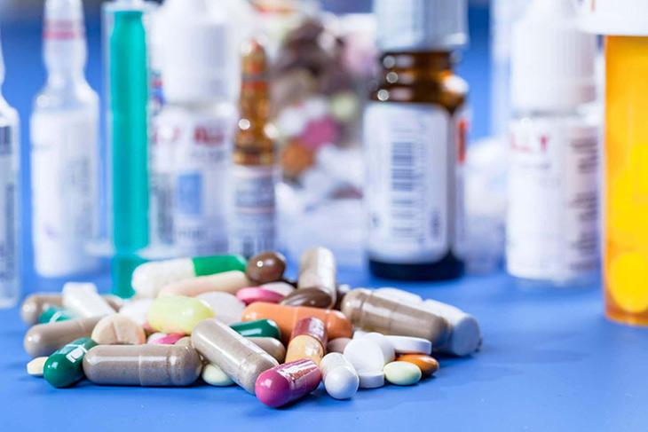 Thuốc uống chứa Isotretinoin trị mụn bọc bị chai cứng lâu năm