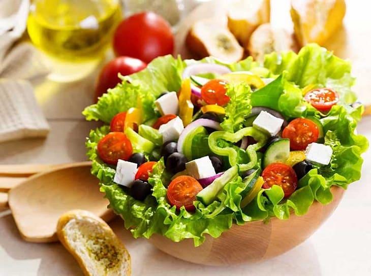 Người bệnh trĩ nội nên ăn nhiều rau xanh để bổ sung chất xơ