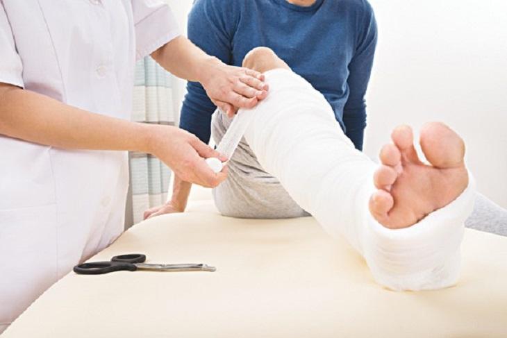 Người bệnh dễ bị gãy xương nếu ung thư đại tràng di căn đến xương