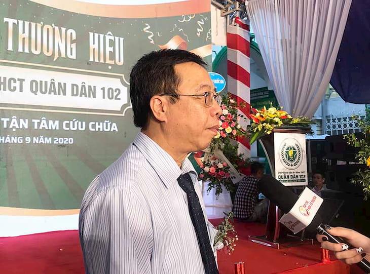 Bác sĩ Lê Hữu Tuấn trong buổi lễ khai trương tại Bệnh viện Quân dân 102