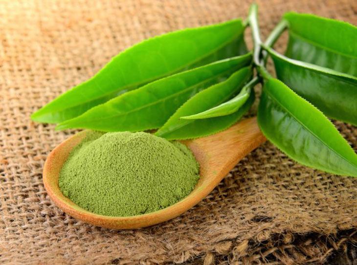 Khắc phục da mặt sần sùi nhiều mụn ẩn bằng bột trà xanh