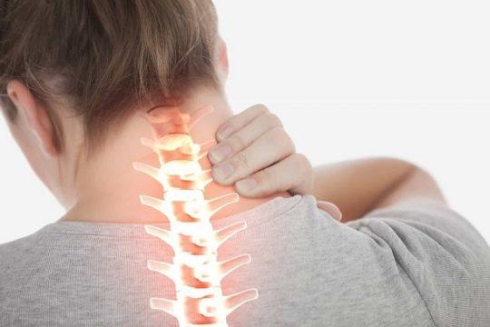 Hẹp ống sống cổ có thể xảy ra do quá trình lão hóa tự nhiên của cơ thể