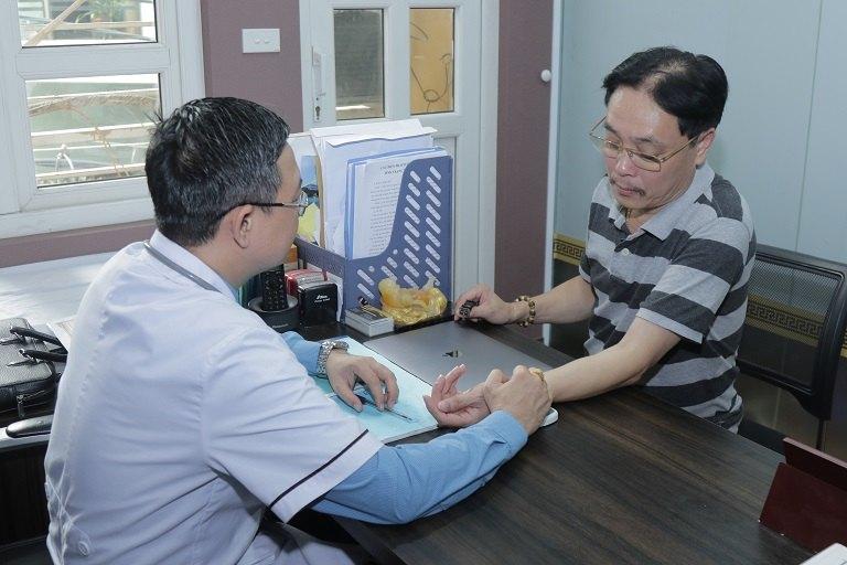 NSƯT Minh Tuấn tới khám và điều trị tại Đỗ Minh Đường