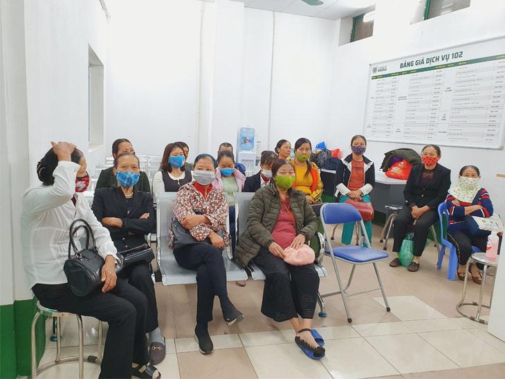 Bệnh nhân khám chữa xương khớp tại Bệnh viện Xương khớp Quân dân 102