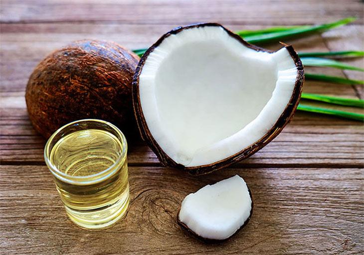 Loại bỏ nhân mụn ẩn đơn giản với dầu dừa