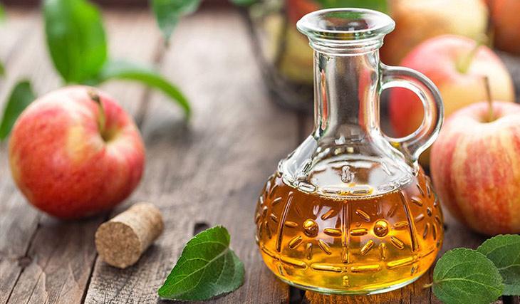 Loại bỏ mụn ẩn ở lưng hiệu quả bằng dấm táo