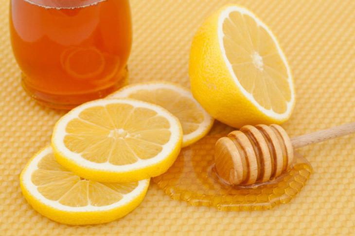 Điều trị mụn li ti trên da bằng mật ong và chanh