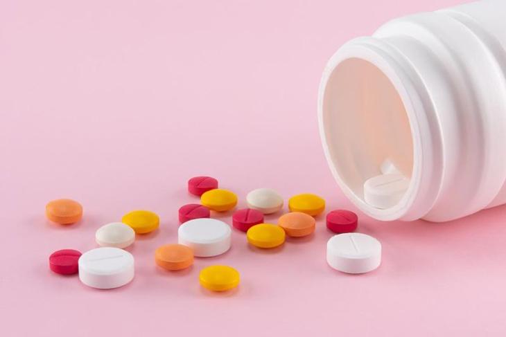 Điều trị mụn nội tiết ở nữ giới hiệu quả với thuốc Tây y