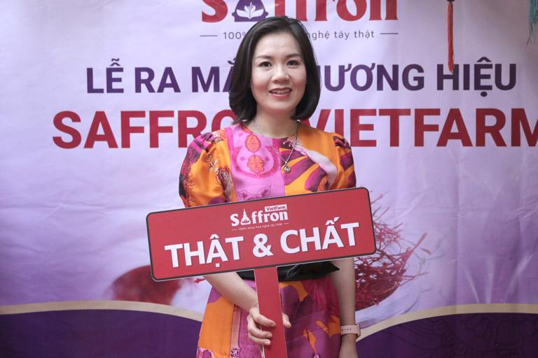 Chị Nguyễn Phượng đánh giá cao chất lượng của Saffron Vietfarm