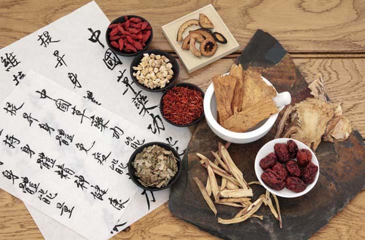 Bài thuốc dưỡng nhan của lương y Trần Kim gồm hai dạng thuốc uống và bôi ngoài
